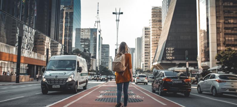 Kiwi.com woman traveler