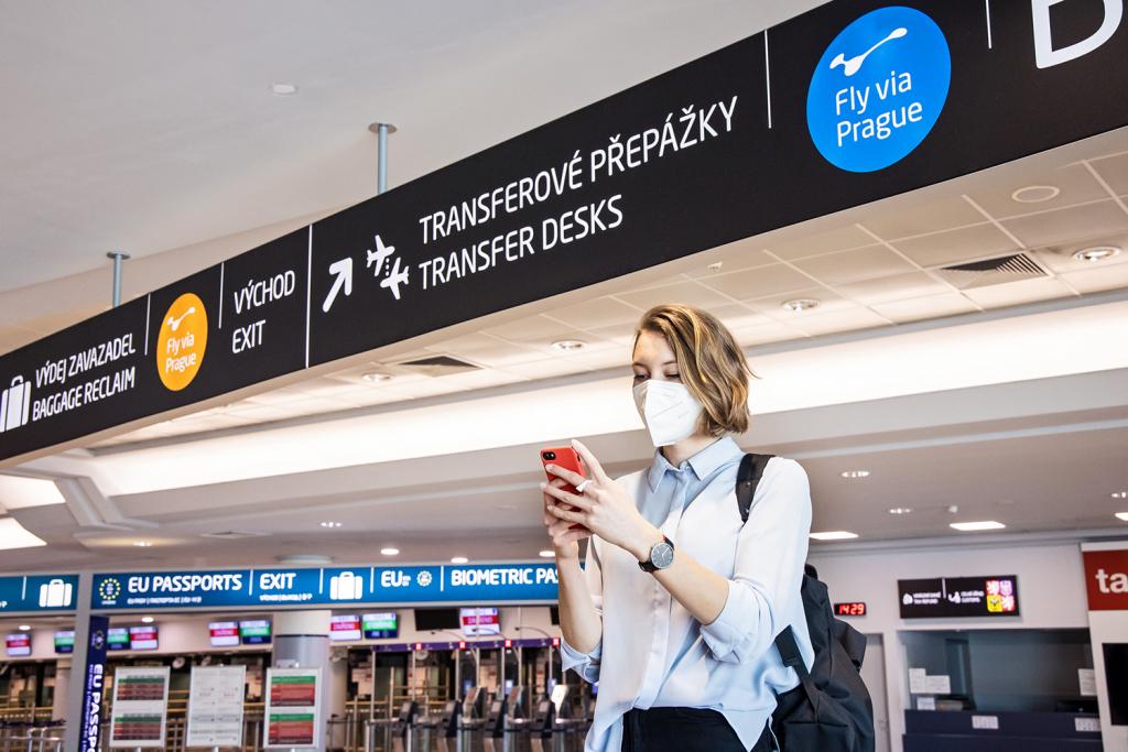 Fly via Prague service Kiwi.com